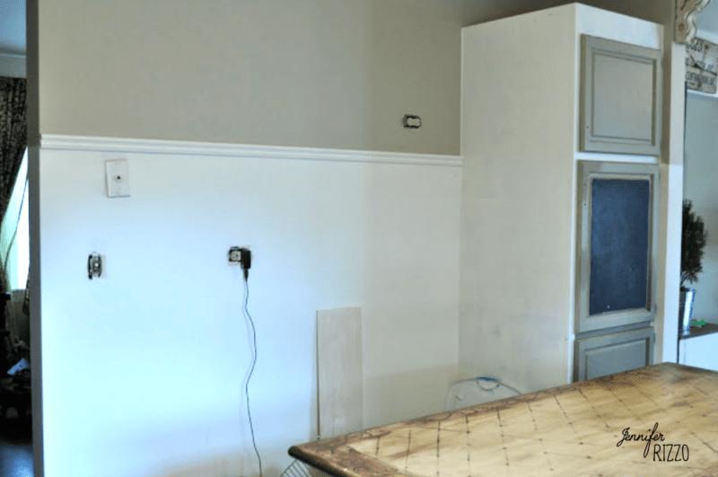 Cabinet wall in kitchen Bennington Gray by Benjamin Moore