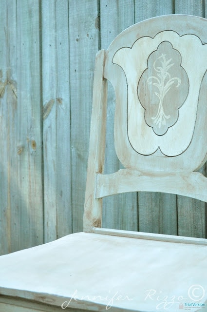 Cutie-patootie AS chalk paint chairs…..