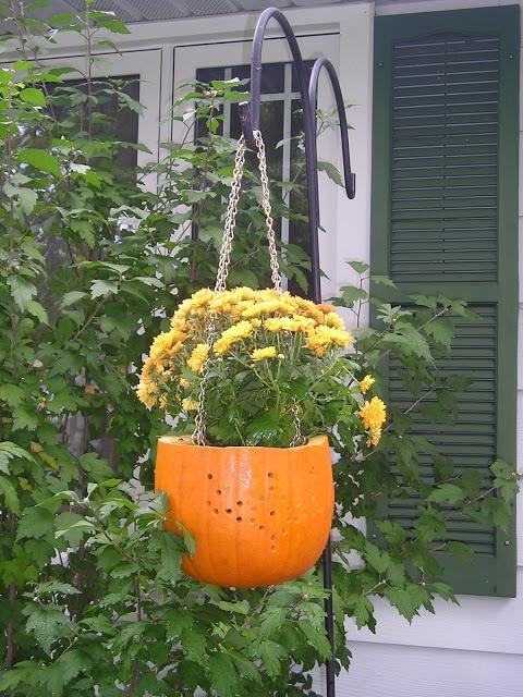 How to make a cute pumpkin planter for Fall…..