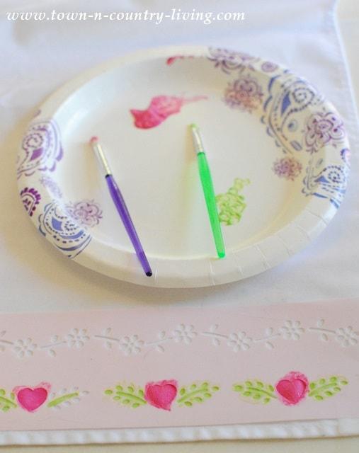 How to stencil Spring napkins…..