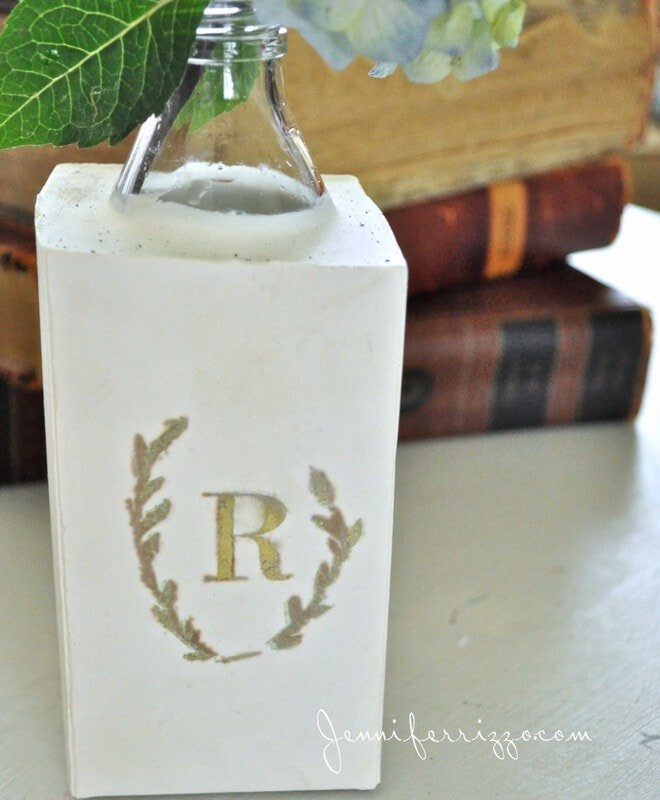 DIY plaster vase from recycled materials