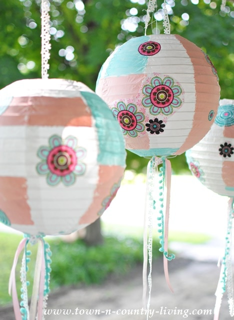 https://jenniferrizzo.com/wp-content/upload/2014/07/How-to-decorate-Paper-Lanterns.jpg
