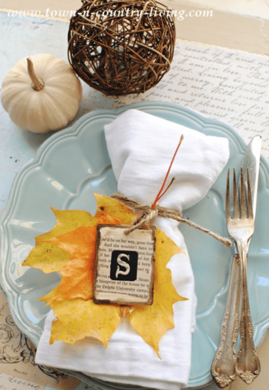 Fall tablesetting with real leaves