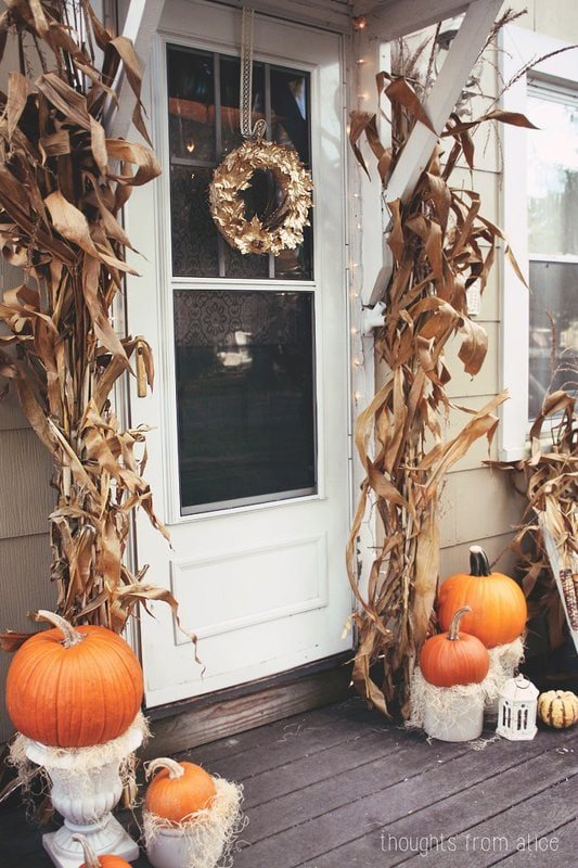 Great Fall front porch display #Falldecor #fall decorating