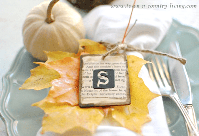 Pretty leaf table setting place card with real leaf craft