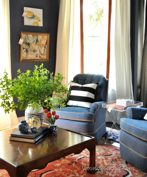 Modern traditonal living room using the tool of dark/light contrast