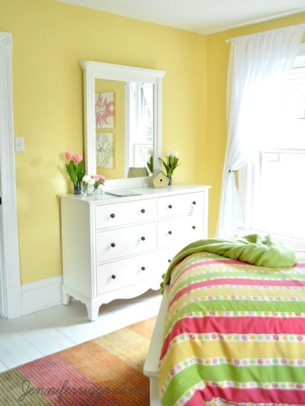 Old Fashioned Bedroom With White Walls Embellishment - Art & Wall ...