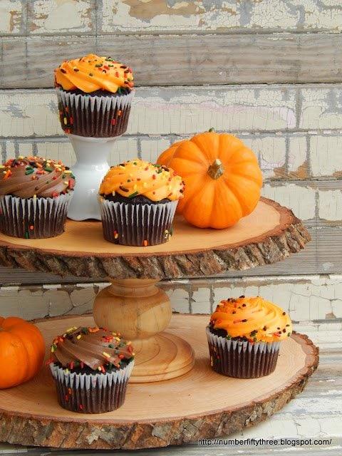 Fun diy woodslice cupcake display