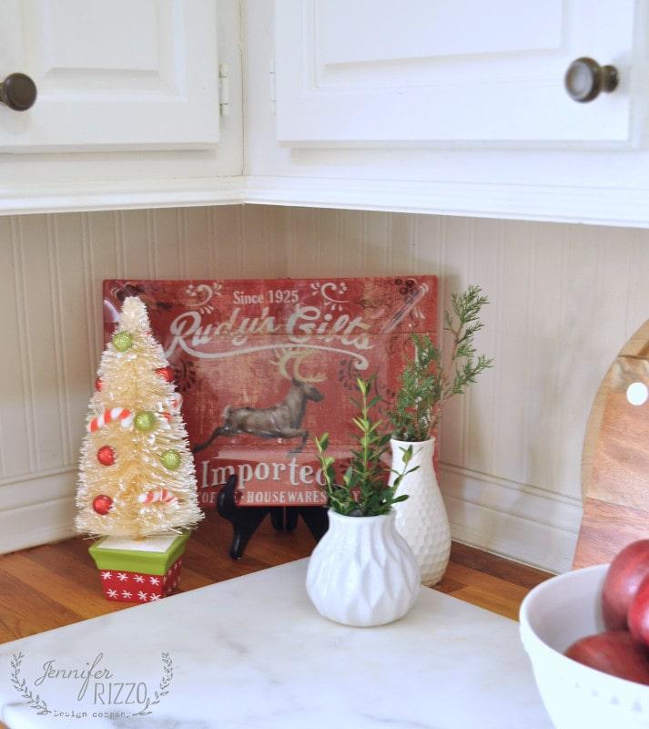 Corner kitchen display