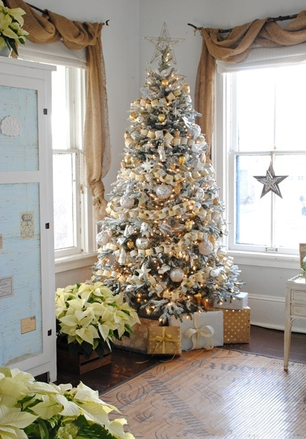 TOwn and COuntry Living Christmas tree