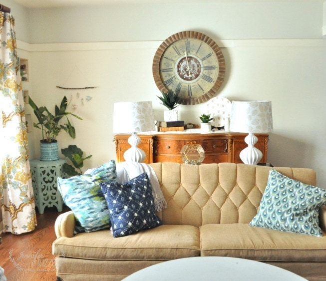 Modern bohemian eclectic living room-the sofa table
