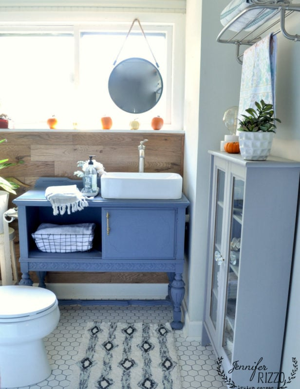 vintage modern boho bathroom decorated for fall