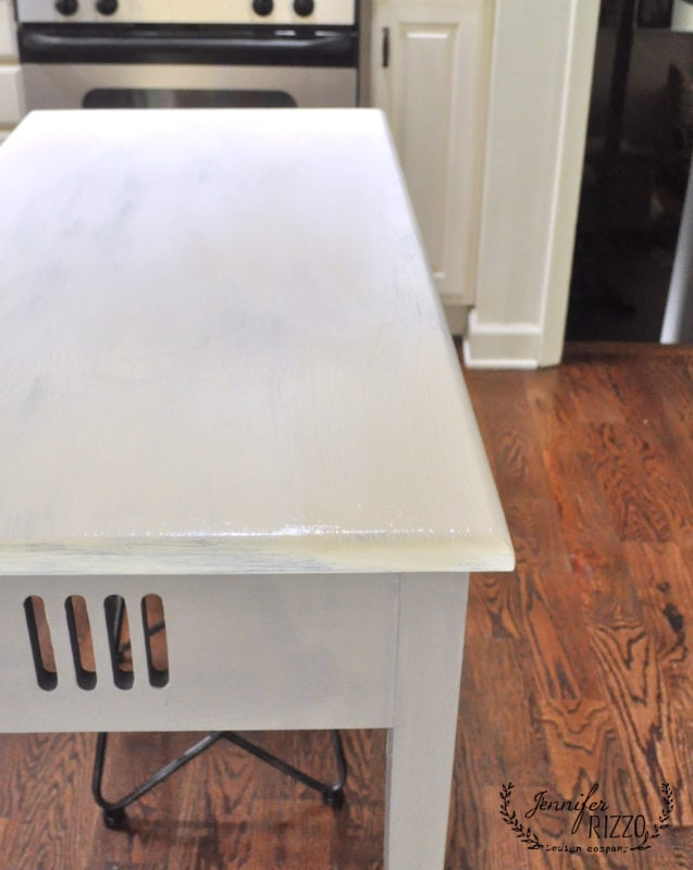How to faux marble,first apply a base coat of white paint.