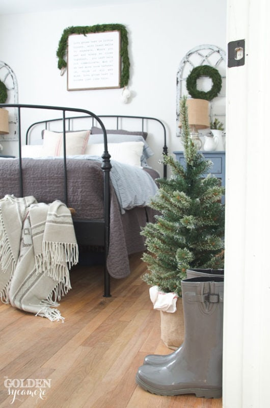 Christmas bedroom Golden Sycamore