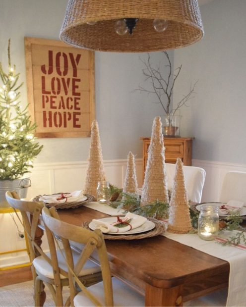 Pretty holiday dining room