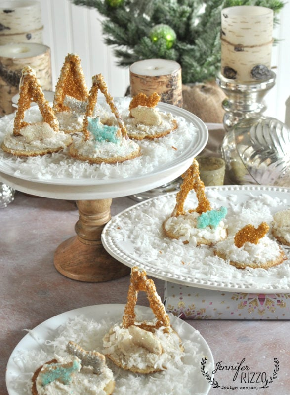 FUn cookies away in a manger with animla crackers