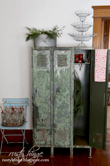 Rusty hinge vintage lockers