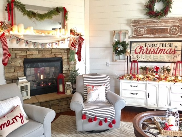 A reader's holiday home in red and white decor…