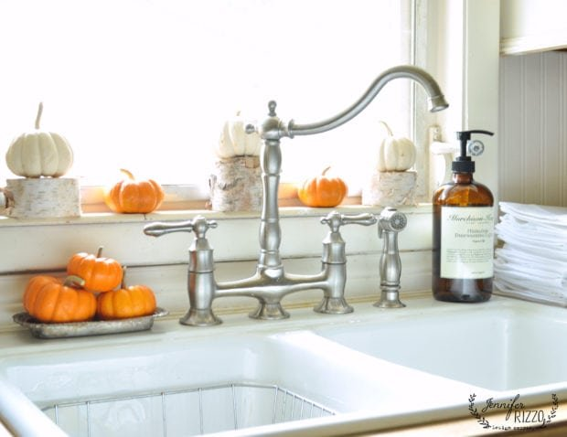 Fall kitchen windowsill idea