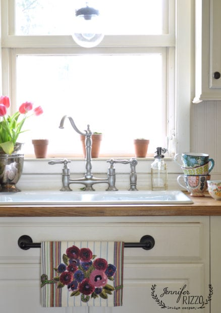 Kitchen windowsill ideas for spring