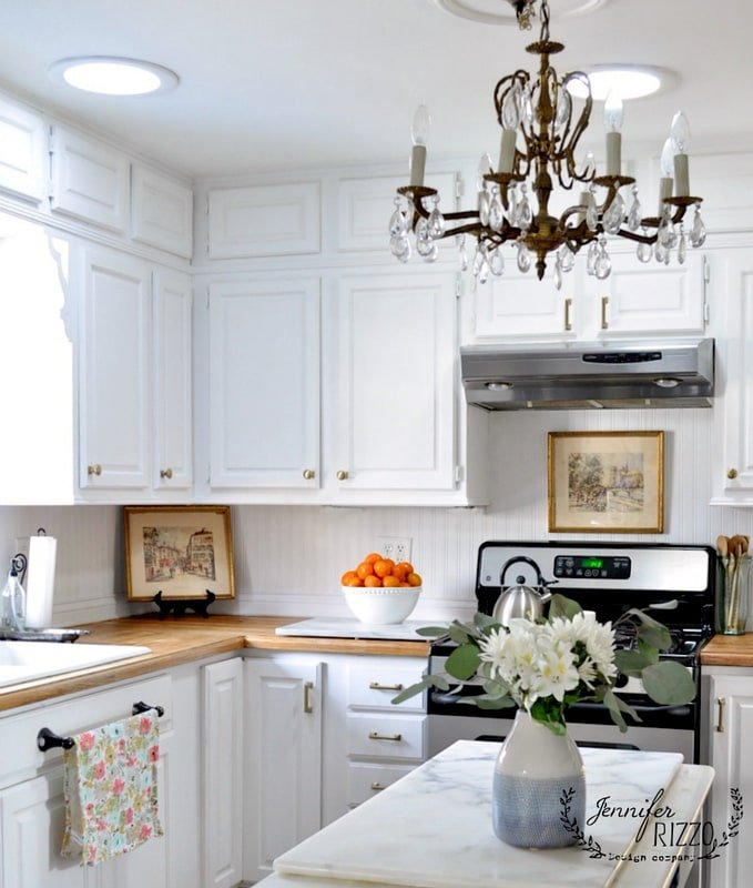 White Kitchen Cabinet Hardware: White Painted Kitchen Cabinets With Brass Hardware