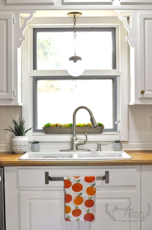 I love the idea of a towel bar under the sink mounted on the fake drawer!