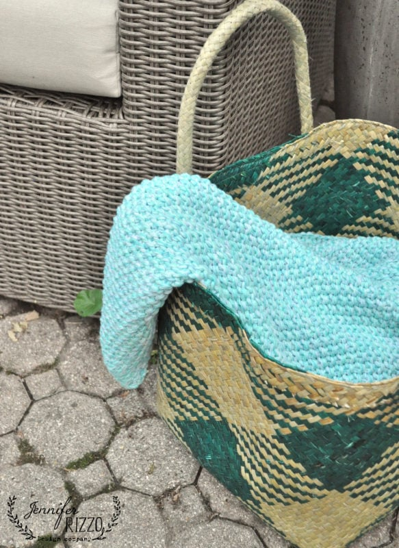 Outdoor basket and blanket