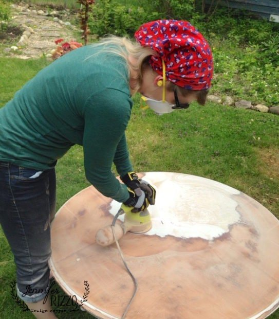 Removing paint for a sanded wood table
