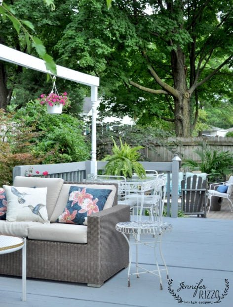 Seating zones in a backyard