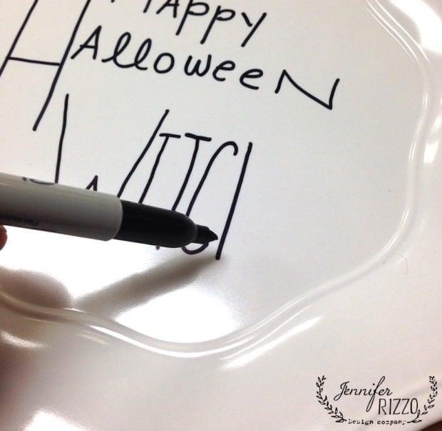 Handlettering on Halloween plates