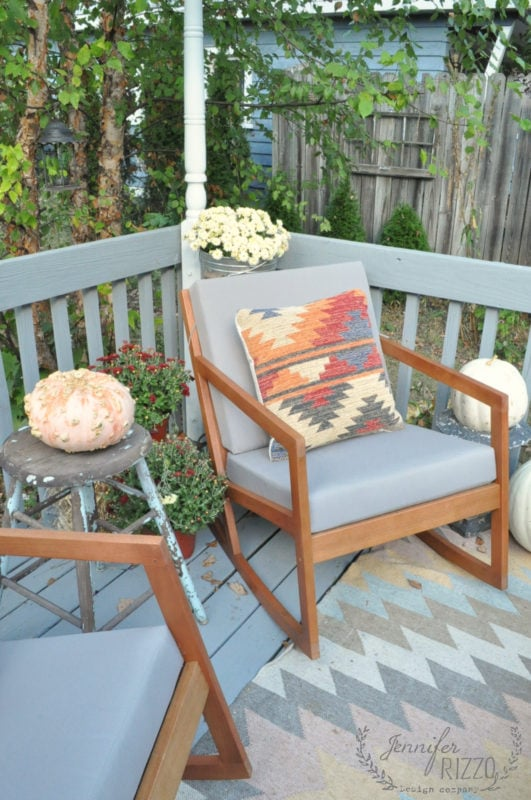 Boho inspired deck with mums