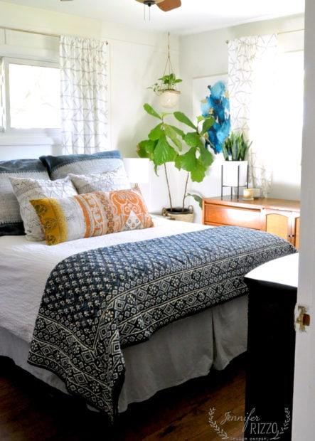 Small master split level bedroom idea