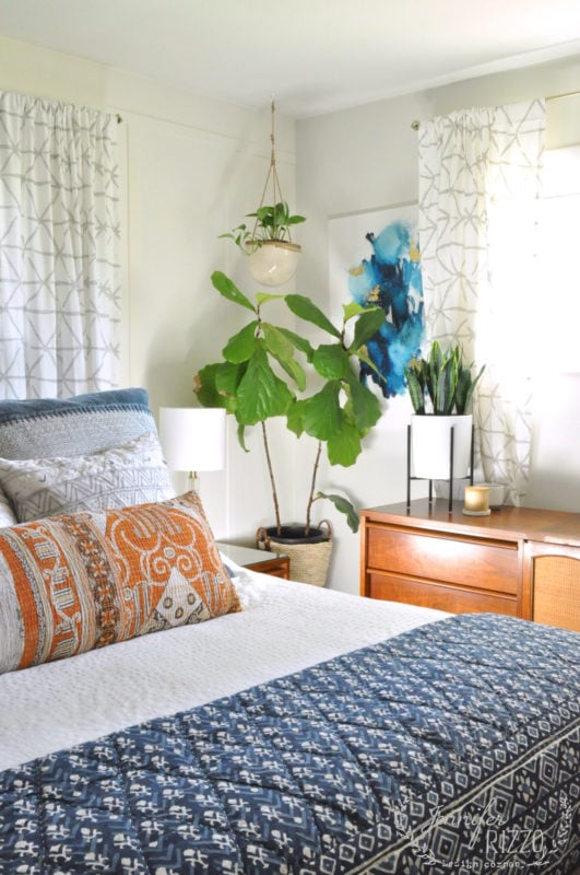 Plants in bedroom with fiddle leaf fig