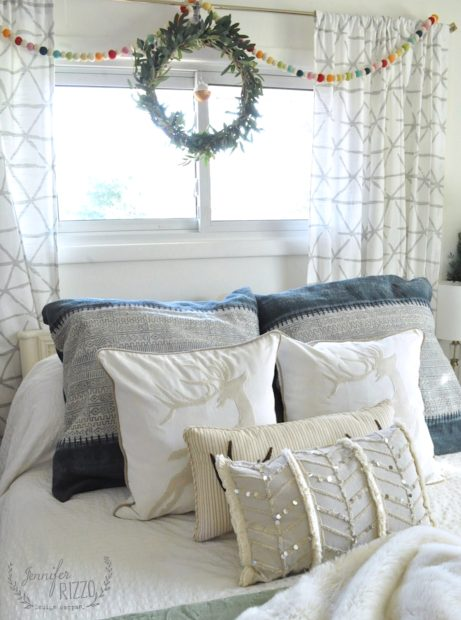 Fun #holidaypillows for a bedroom