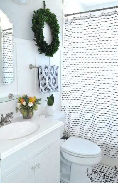 Simple vintage holiday bathroom