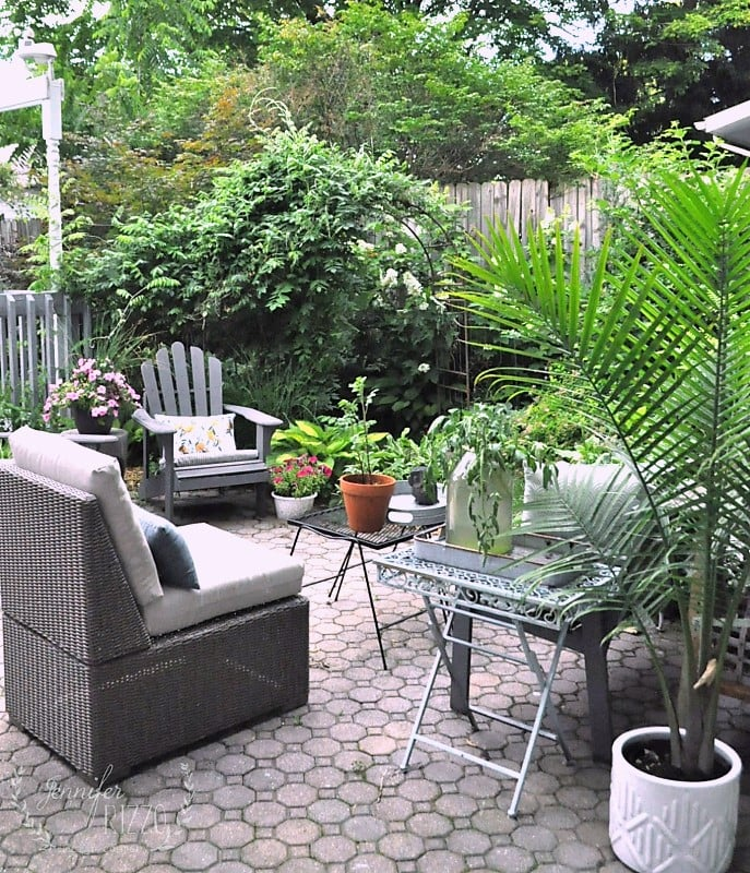 Create sitting areas that act like outdoor living rooms