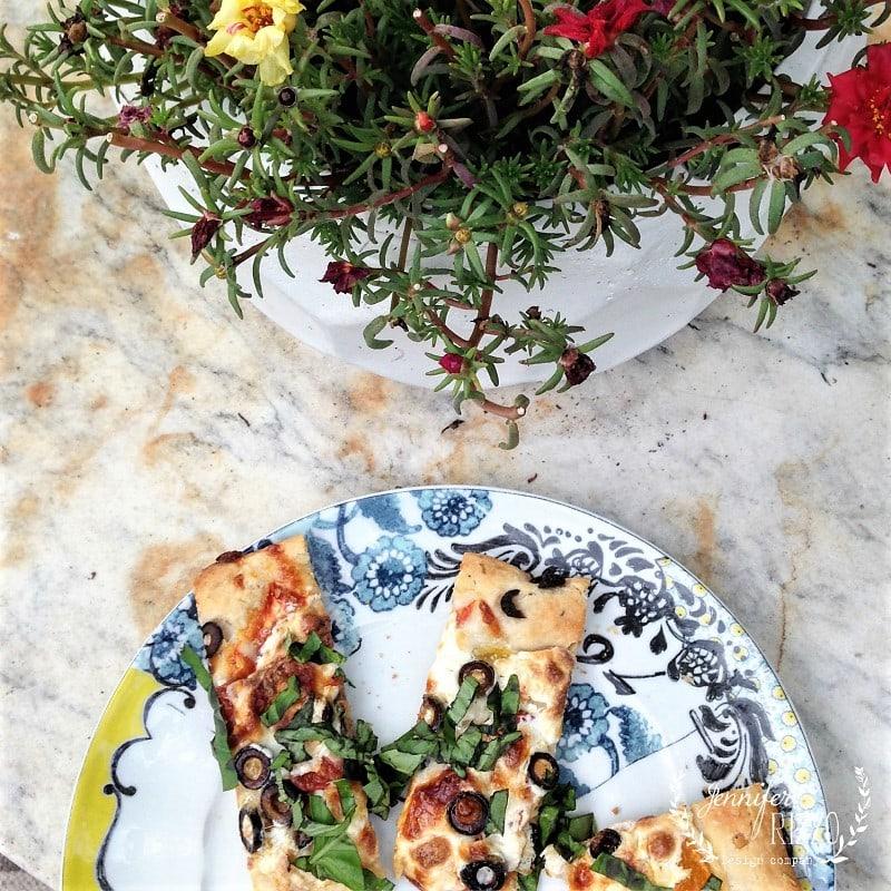 Tomato and Mozzerella Herbed-Crust Flatbread Recipe