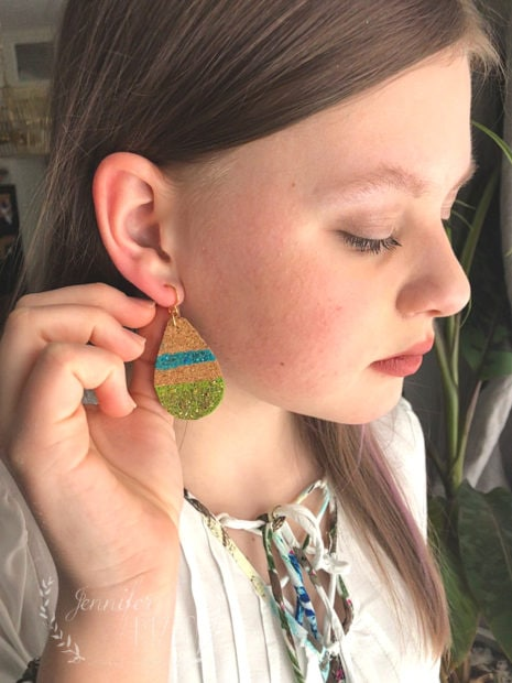 Making DIY Cork Teardrop Earrings with glitter paint, so cute and easy and a great beginners jewelry project!