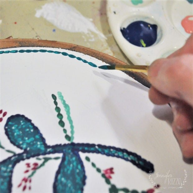Painting the edge of a wood slice to look like embroidery