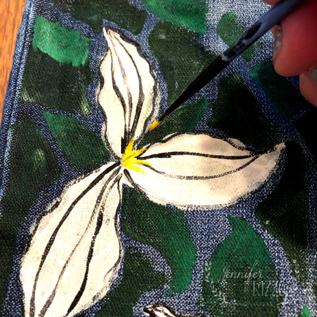 Add a center in birght yellow to paint DIY upcycled jeans