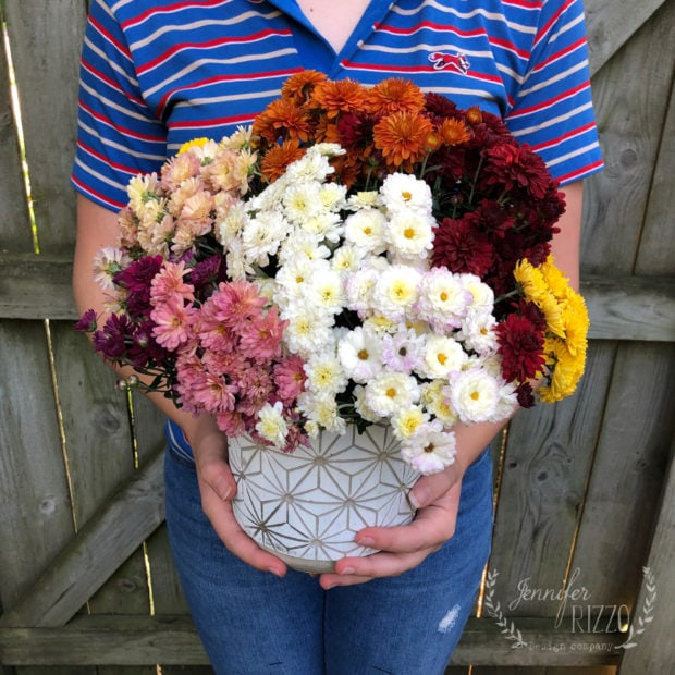 Create an easy rainbow mum bouquet