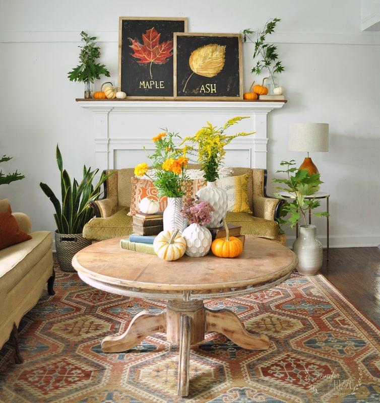 Easy Early Fall Mantel Decorating Idea