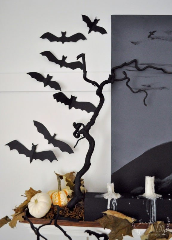 Spooky tree branches and paper bats for a Halloween decorating idea