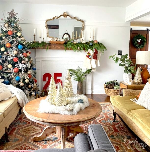 Jennifer Rizzo's Holiday Living Room in the 2019 Housewalk