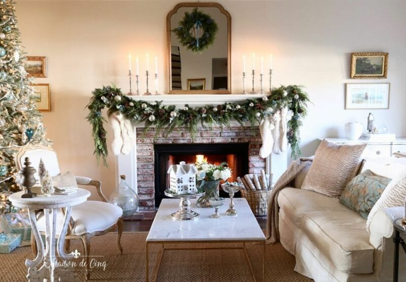 Maison de Cinq Christmas mantel Housewalk 2019 Jennifer Rizzo