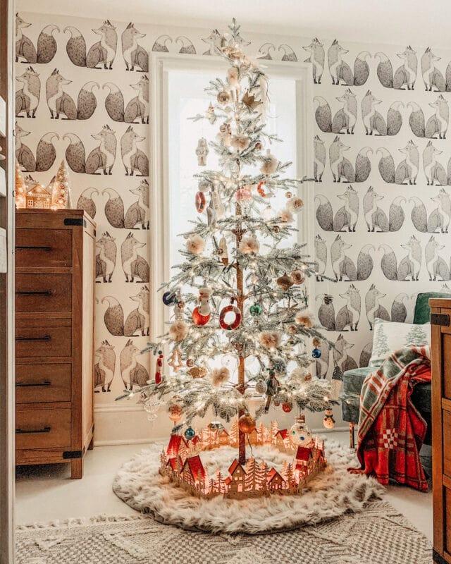 KIndred Vintage Christmas bedroom Jennifer Rizzo Holiday Housewalk