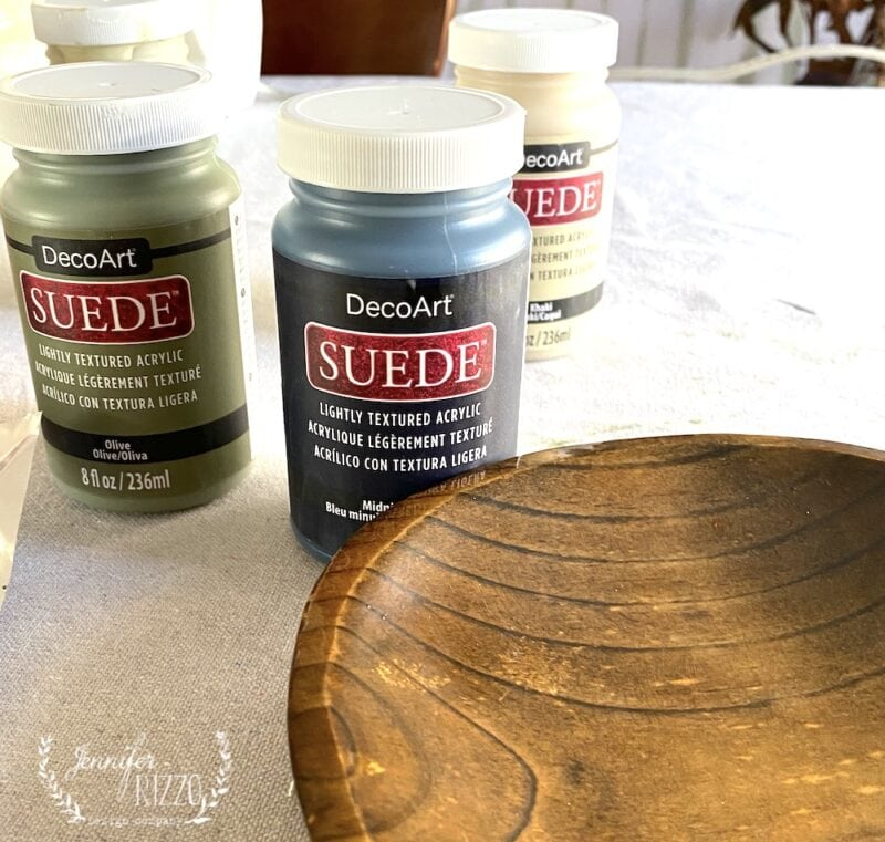 Matte paint for surfaces with a suede-like finish