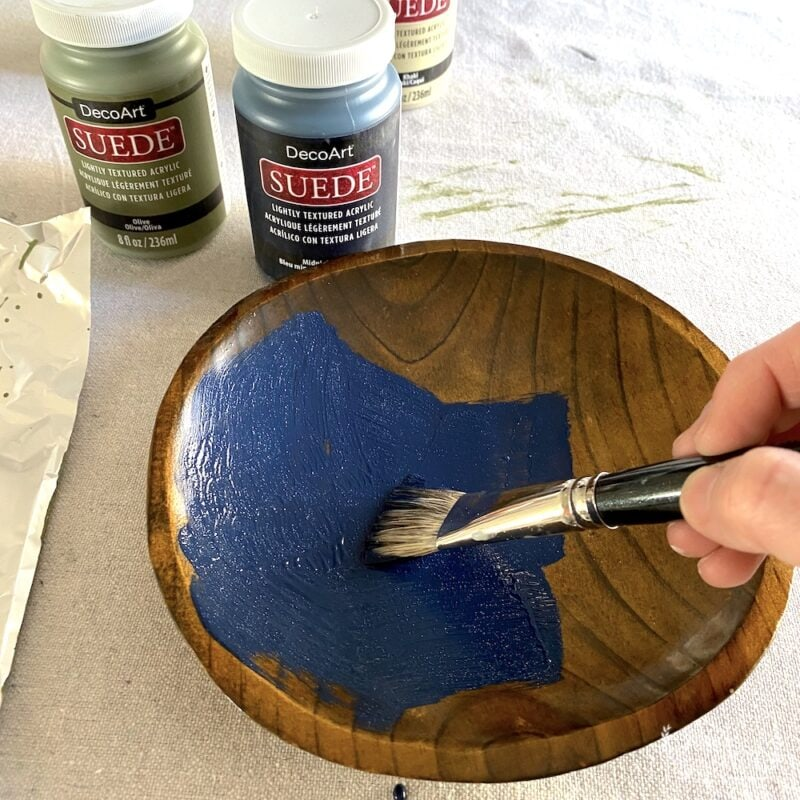 Painting matte paint on a bowl upcycle