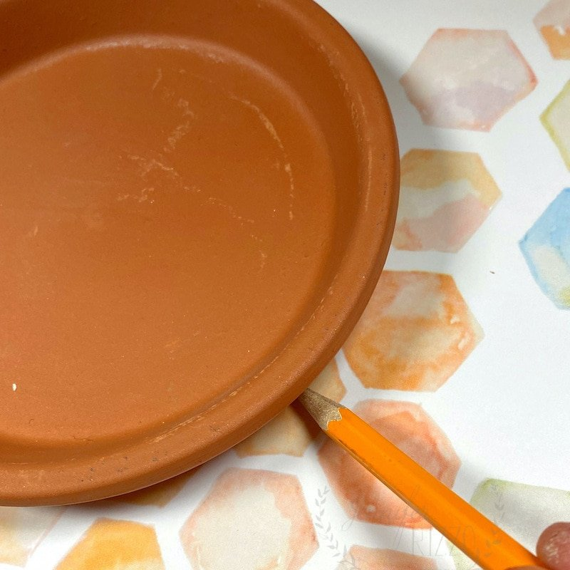 Use your tray to trace a circle for a decoupagd tray step by step