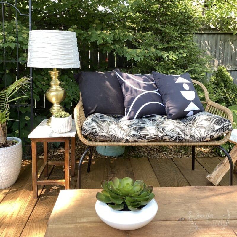 Make a DIY solar powered light for outside